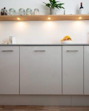 Hoogglans beige keukendeuren